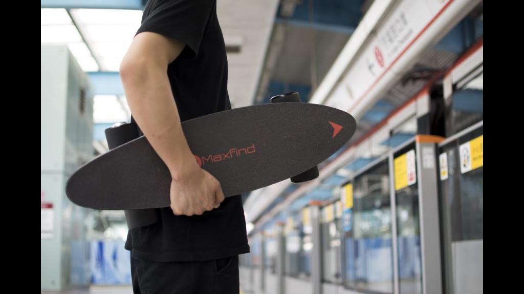 MAX C – la planche à roulettes électrique de 8,1 lb et 15 mi/h.